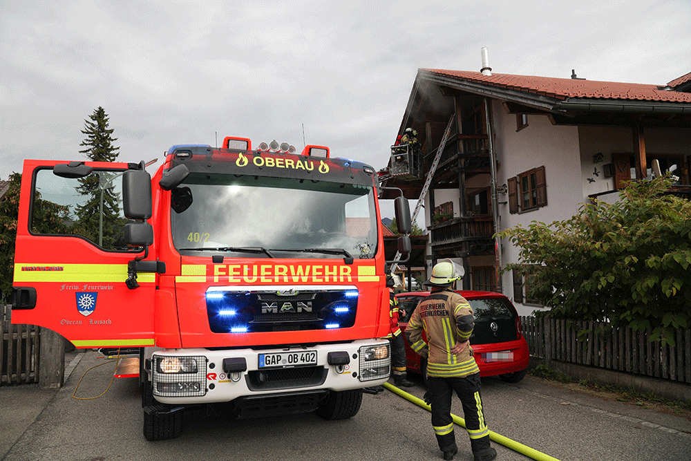 Wohnungsbrand in Oberau, Dachgeschoss in Flammen, 02.10.2020 Foto: Dominik Bartl